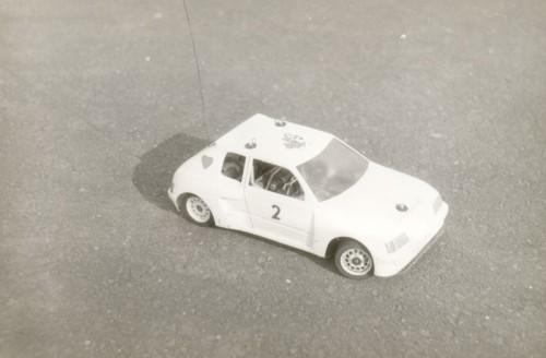Môj obľúbený model auta do haly alebo na na slalom Peugeot 205 s motorom Mabuchi 380, dôsledne upraveným porážal aj silnejších konkurentov. Laminátová karoséria na laminátovom šasi.