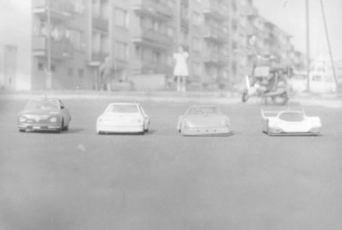 Naše RC modely v mierke 1:12 na domácej dráhe na parkovisku na Lučenskej ulici