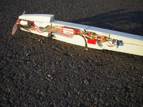 Detail umiestnenia výbavy na trupe z extruporu 30 mm